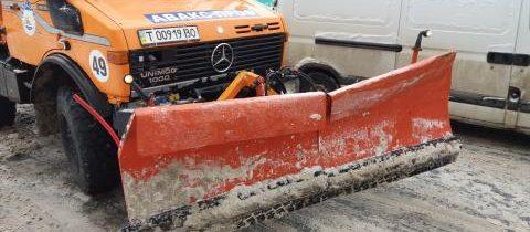 Авакс Проф використовує відвали з гумою під час чищення доріг для збереження дорожнього покриття